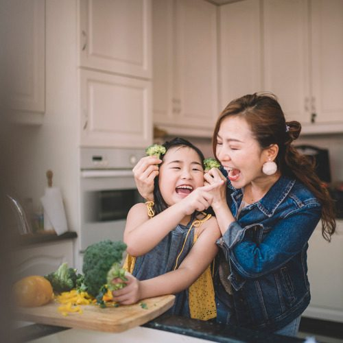 an-asian-chinese-housewife-having-bonding-time-with-her-daughter-in-picture-id1180190808